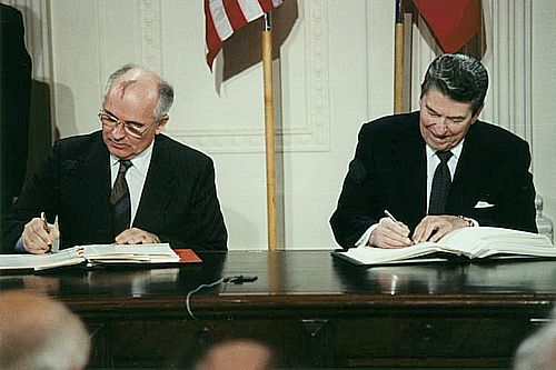 Meeting between US President Ronald Reagan and Mikhail Gorbachev